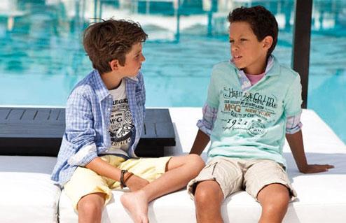 Stoere jongens zwemkleding en badmode op - Kleine kamer van de jongen ...