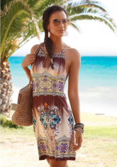 Zomerse jurk met speciale halslijn